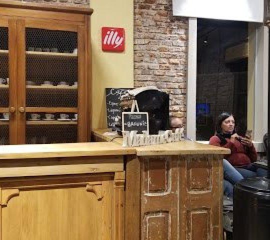 Mandame Café